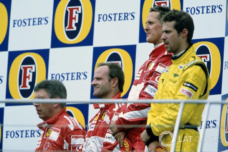 Podio: ganador Michael Schumacher, Ferrari F2005, segundo Rubens Barrichello, Ferrari F2005, tercero Tiago Monteiro, Jordan Toyota EJ15 y Ross Brawn, Ferrari