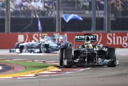 Nico Rosberg, Mercedes W04, y Lewis Hamilton, Mercedes W04
