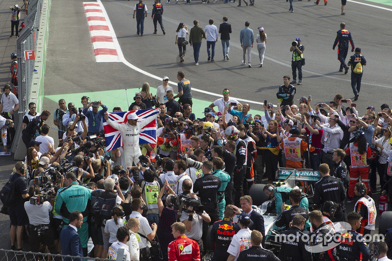 Lewis Hamilton, Mercedes AMG F1 W08 celebra su campeonato del mundo 2017