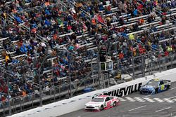 Matt DiBenedetto, GO FAS Racing Ford, Michael McDowell, Leavine Family Racing Chevrolet