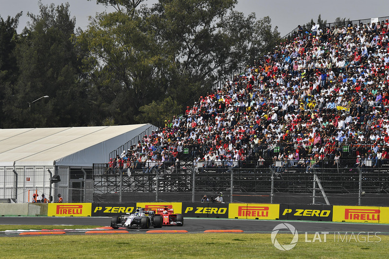 Felipe Massa, Williams FW40 y Sebastian Vettel, Ferrari SF70H