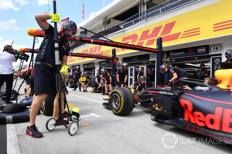 Essais d'arrêts au stand chez Red Bull Racing