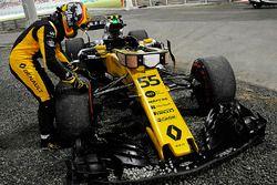 Carlos Sainz Jr., Renault Sport F1 Team RS17 geeft op