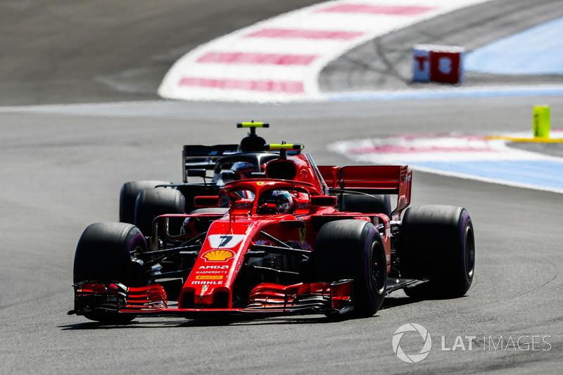 Kimi Raikkonen, Ferrari SF71H, Kevin Magnussen, Haas F1 Team VF-18