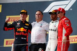 Max Verstappen, Red Bull Racing, Ron Meadows, team manager Mercedes AMG F1, Lewis Hamilton, Mercedes-AMG F1 et Kimi Raikkonen, Ferrari sur le podium
