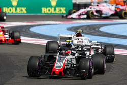 Kevin Magnussen, Haas F1 Team VF-18, leads Charles Leclerc, Sauber C37