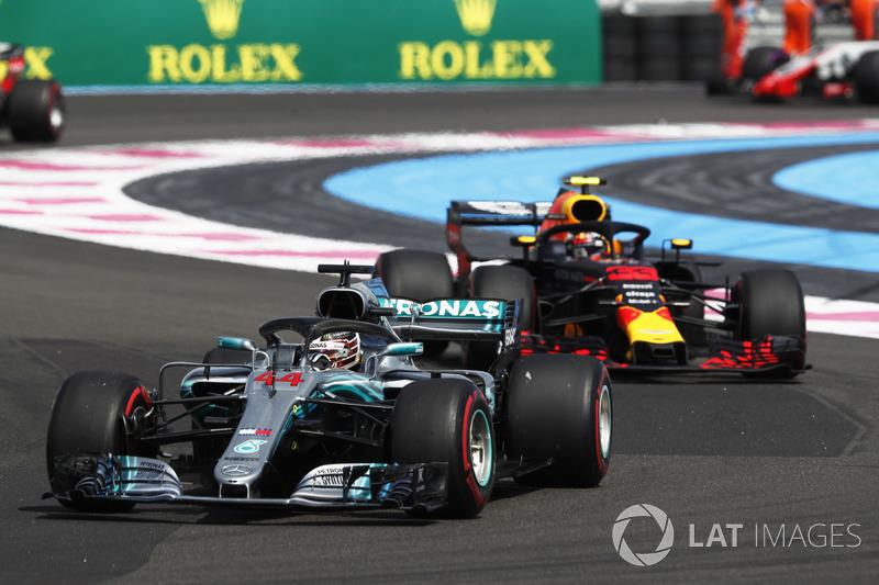 Lewis Hamilton, Mercedes AMG F1 W09 lidera en la salida