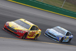 Joey Logano, Team Penske, Ford Fusion Shell Pennzoil Ricky Stenhouse Jr., Roush Fenway Racing, Ford Fusion Fifth Third Bank