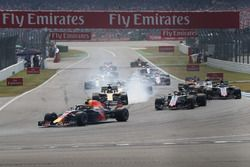 Max Verstappen, Red Bull Racing RB14 on lap one