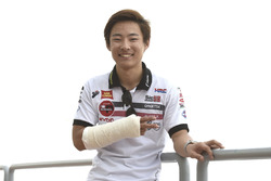 Tatsuki Suzuki, SIC58 Squadra Corse met een gebroken arm