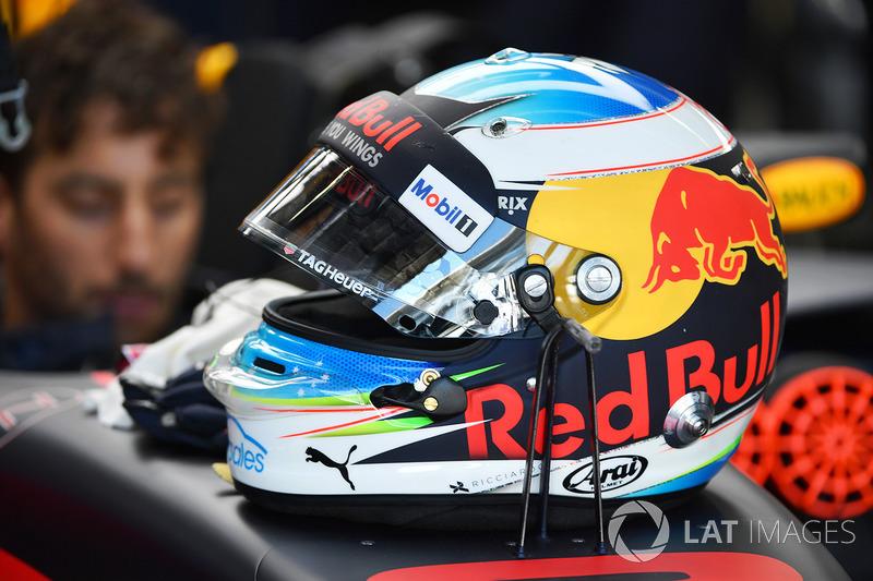 Daniel Ricciardo, Red Bull Racing RB13 kask