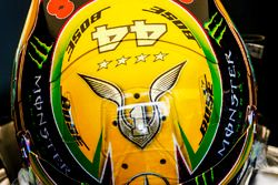 Il casco di Lewis Hamilton, Mercedes AMG F1, che celebra il suo quarto titolo mondiale