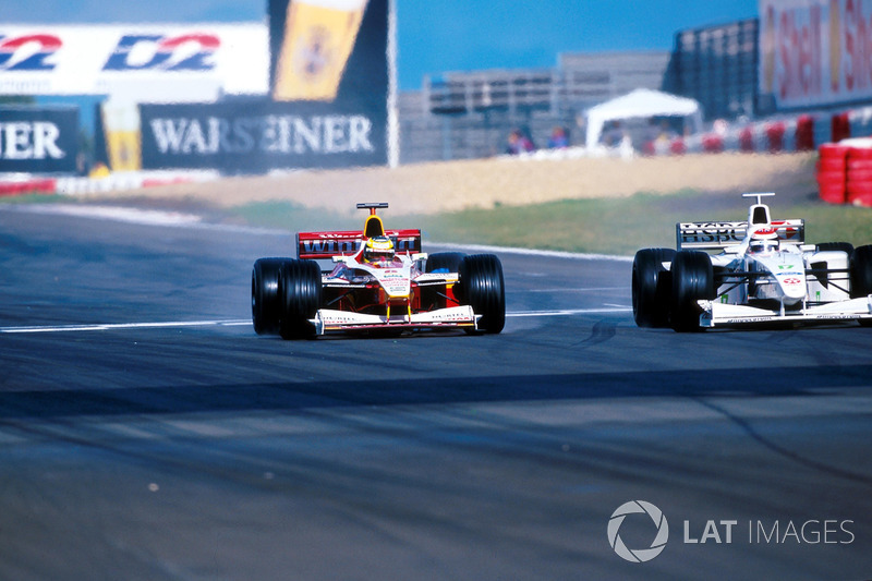 Ralf Schumacher ve Yarış galibi Johnny Herbert