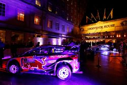 Ford WRC Grosvenor House Hotel girişinde