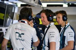 Rob Smedley, Williams Head of Vehicle Performance and Sergey Sirotkin, Williams