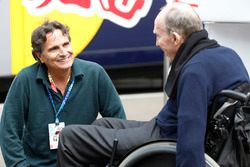 Sir Frank Williams, Team Principal, Williams F1, habla con Nelson Piquet