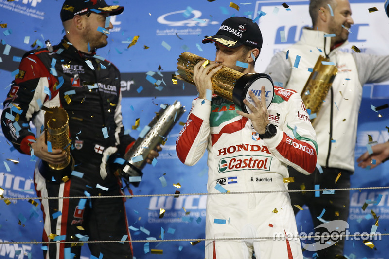 Podium: Race winner Esteban Guerrieri, Honda Racing Team JAS, Honda Civic WTCC