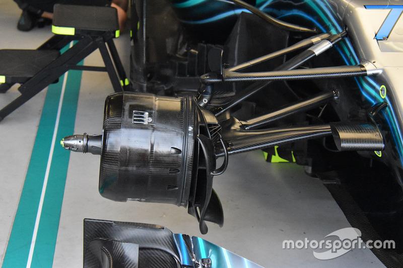 Mercedes AMG F1 W09 voorremconfiguratie