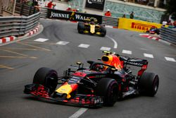 Max Verstappen, Red Bull Racing RB14, leads Carlos Sainz Jr., Renault Sport F1 Team R.S. 18