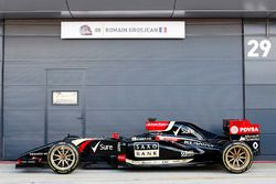 The Lotus E22 with 18 inch wheels on