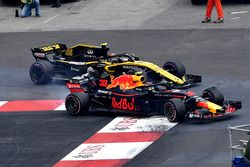 Carlos Sainz Jr., Renault Sport F1 Team R.S. 18 y Max Verstappen, Red Bull Racing RB14 batalla