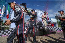 Podyum: Yarış galibi Sébastien Ogier, Julien Ingrassia, M-Sport Ford WRT Ford Fiesta WRC, Dani Sordo