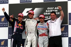 Podium: tweede Sebastian Vettel, Red Bull Racing, winnaar Jenson Button, Brawn GP, derde Jarno Trull