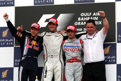 Подиум: второе место – Себастьян Феттель, Red Bull Racing, победитель гонки Дженсон Баттон, Brawn GP