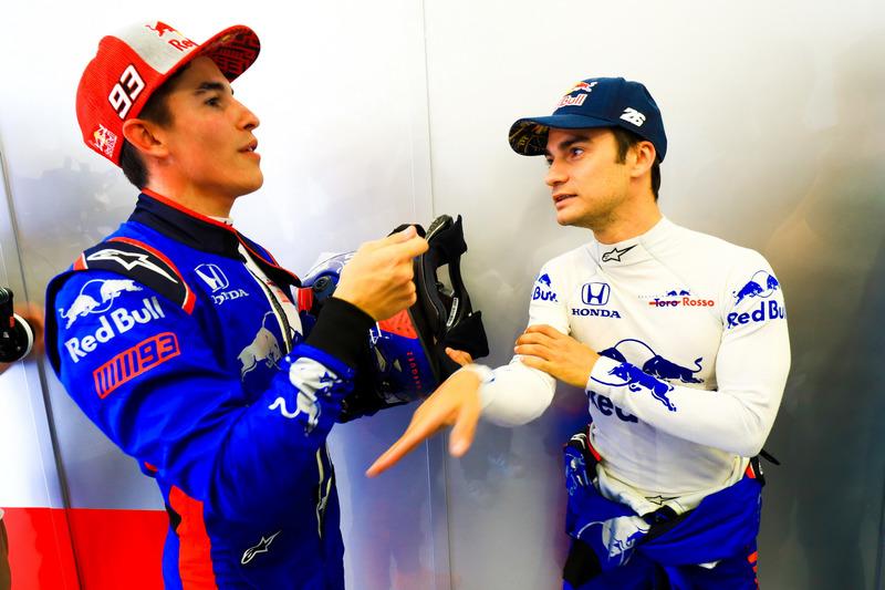 Marc Márquez y Dani Pedrosa prueban el auto Toro Rosso F1