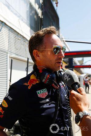 Christian Horner, Team Principal, Red Bull Racing, se fait interviewer par Channel 4