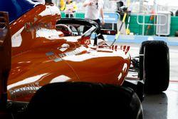 Stoffel Vandoorne, McLaren MCL33 Renault, quitte le garage