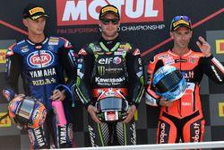 Il vincitore della gara Jonathan Rea, Kawasaki Racing, il secondo classificato Michael van der Mark, Pata Yamaha, il terzo classificato Marco Melandri, Aruba.it Racing-Ducati SBK Team