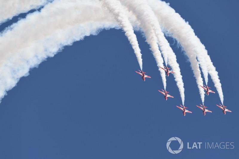 Пилотажная группа Королевских ВВС Великобритании «Красные стрелы»