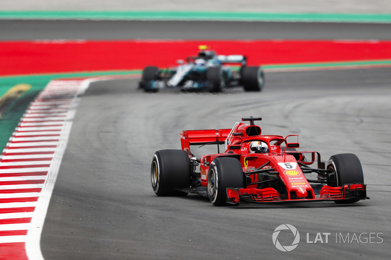 Sebastian Vettel, Ferrari SF71H, Valtteri Bottas, Mercedes AMG F1 W09
