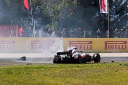 El auto dañado de Romain Grosjean, Haas F1 Team VF-18