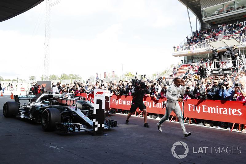 Lewis Hamilton, Mercedes AMG F1 W09, celebra en