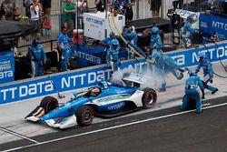 Ed Jones, Chip Ganassi Racing Honda, s'arrête aux stands