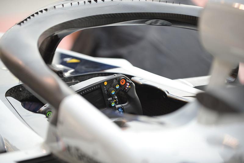 Haas F1 Team VF-18 detalle del volante