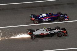 Kevin Magnussen, Haas F1 Team VF-18 sparks and Pierre Gasly, Scuderia Toro Rosso STR13