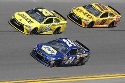 Chase Elliott, Hendrick Motorsports Chevrolet, Matt Kenseth, Joe Gibbs Racing Toyota, et Kyle Busch, Joe Gibbs Racing Toyota