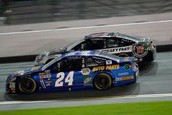 Chase Elliott, Hendrick Motorsports Chevrolet; Kevin Harvick, Stewart-Haas Racing Chevrolet
