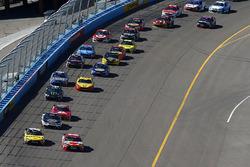 Actie van de herstart, Kyle Busch, Joe Gibbs Racing Toyota aan de leiding