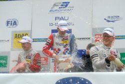 Podium: champagne shower, Nick Cassidy, Prema Powerteam Dallara F312 – Mercedes-Benz, Ben Barnicoat,