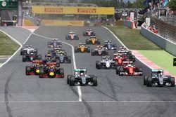 Start of the race, Nico Rosberg, Mercedes AMG F1 Team and Lewis Hamilton, Mercedes AMG F1 Team