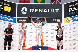 Podio Gara 3: il vincitore Bruno Bonifacio, Oregon Team, il secondo classificato David Fumanelli, Oregon Team, il terzo classificato Lewis Williamson, Strakka Racing