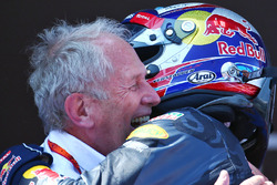 (L to R): Race winner Max Verstappen, Red Bull Racing celebrates with Dr Helmut Marko, Red Bull Motorsport Consultant in parc ferme