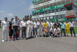 Foto di gruppo con gli invitati al Minardi Historic Day
