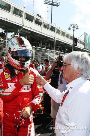 Sebastian Vettel, Ferrari, avec Bernie Ecclestone sur la grille