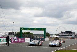 Zielflagge für #66 Ford Chip Ganassi Racing, Ford GT: Olivier Pla, Stefan Mücke, Billy Johnson; #67