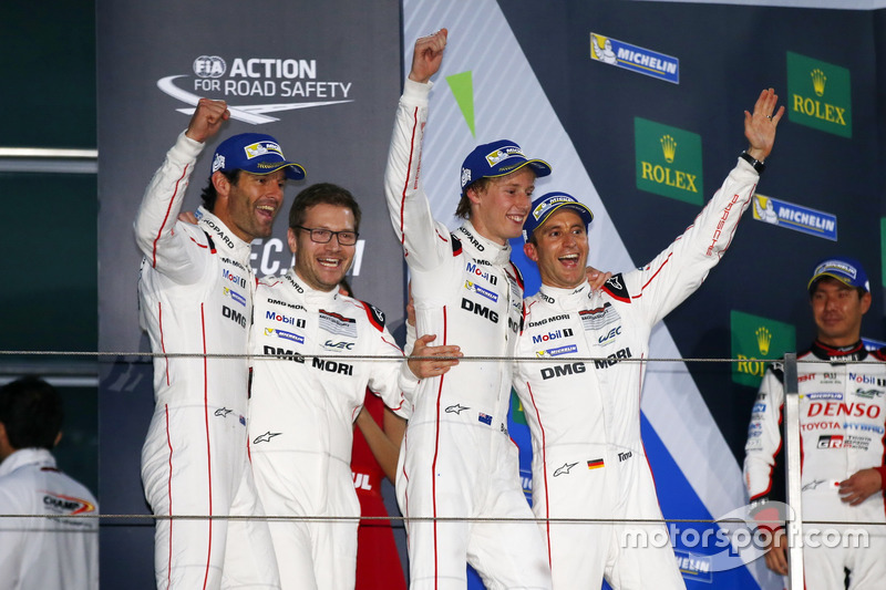 #1 Porsche Team Porsche 919 Hybrid: Timo Bernhard, Mark Webber, Brendon Hartley, bersama Andreas Seidl,